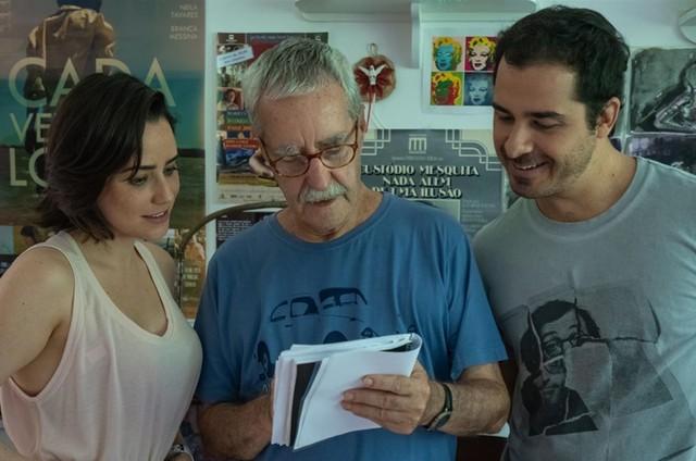 Luiz Carlos Lacerda, o Bigode, com Fernanda Vasconcellos e André Arteche (Foto:  Alisson Prodlik)
