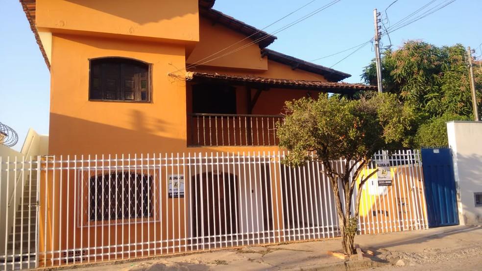 Imóvel onde a mulher foi morta fica no Bairro Santa Rita, em Montes Claros — Foto: Messias Braga/Inter TV