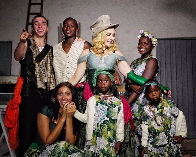 Madonna com os filhos (Foto: Reprodução)