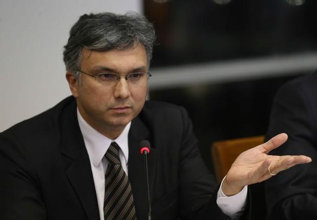 Esteves Colnago, ministro substituto do Ministério do Planejamento, detalha plano do governo para fechar Orçamento (Foto: Fabio Rodrigues Pozzebom/Agência Brasil)