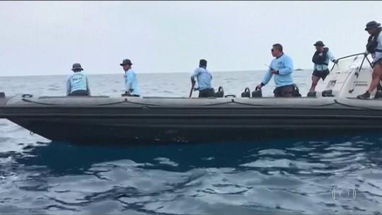 Equipes de resgate acreditam ter achado fuselagem de avião na Indonésia
