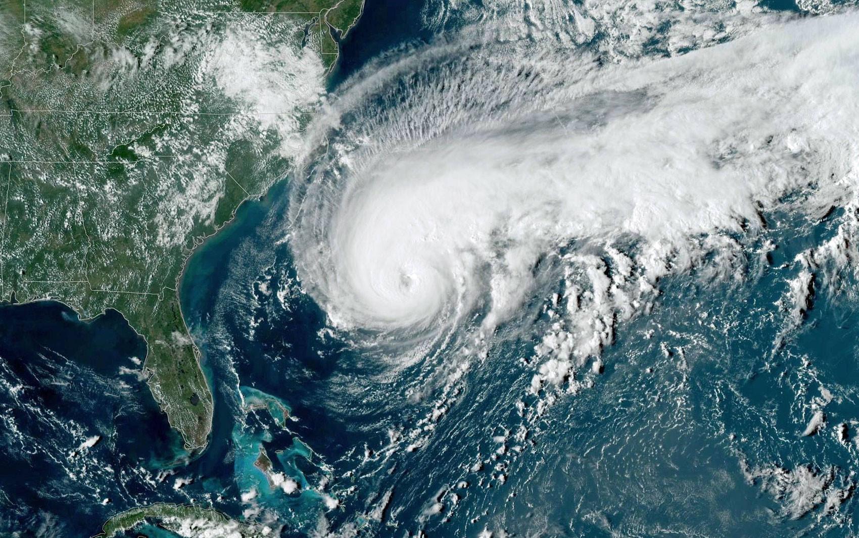 Bermuda se prepara para passagem do furacão Humberto - Notícias - Plantão Diário