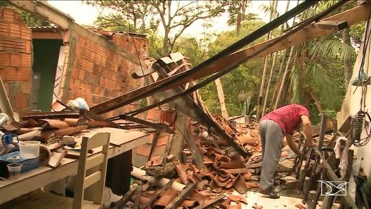 Transbordamento de riachos causa desmoronamento de casas em Imperatriz