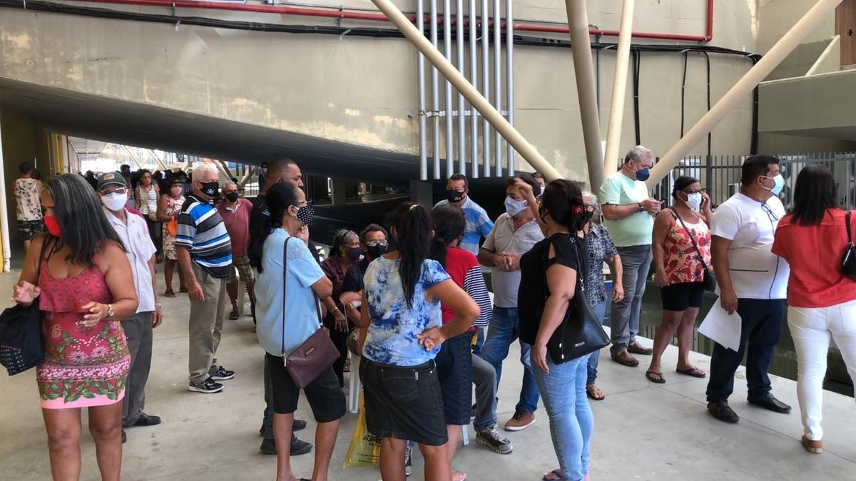 Vacinação de pessoas com comorbidades começa com filas nesta sexta, em João Pessoa