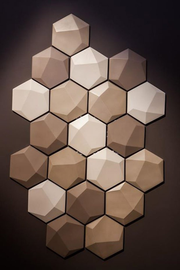 Parte da cozinha foi revestida com azulejos hexagonais com acabamento 3d (Foto: Reprodução/Pinterest)