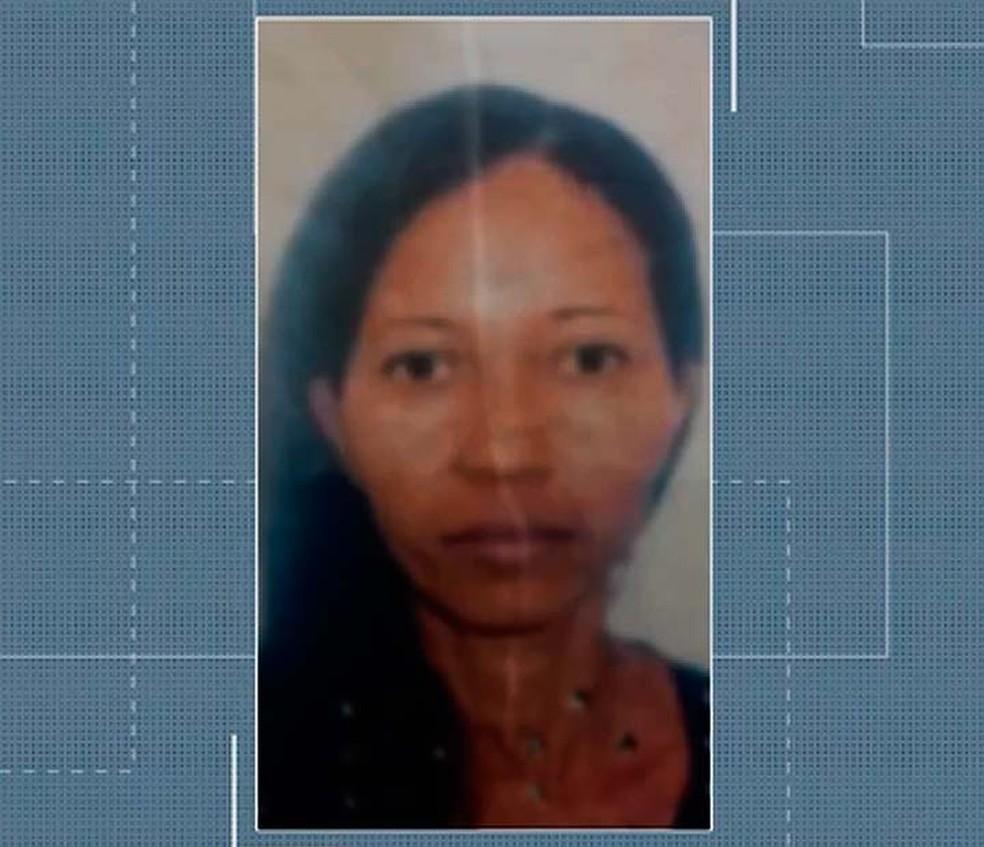 Rosemare de Oliveira é suspeita de matar e esquartejar o filho, no sul da Bahia (Foto: Reprodução/TV Santa Cruz)