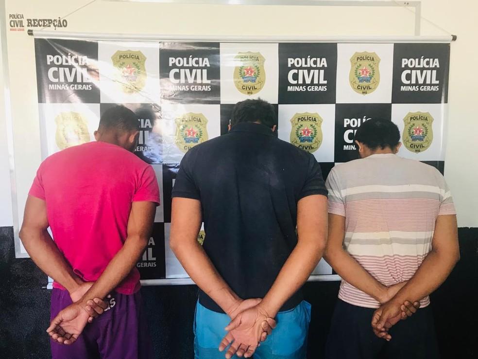 Irmãos foram presos suspeitos de matarem homem em Naque; patrão foi preso por porte ilegal de arma de fogo — Foto: Polícia Civil/Divulgação