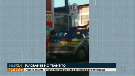 Funcionário da ANTT é flagrado com carro oficial em vaga para deficiente; VÍDEO