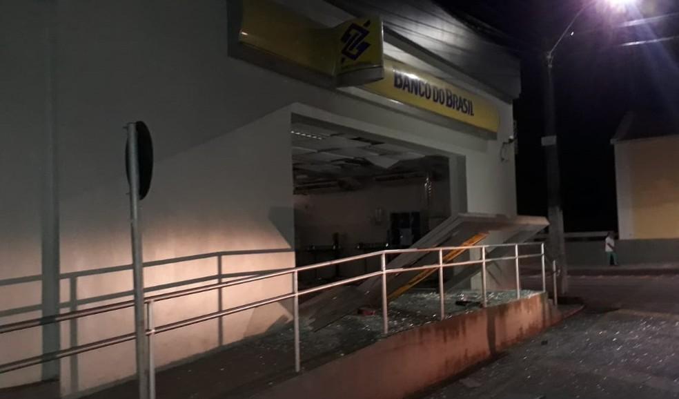 Bandidos explodiram agência do Banco do Brasil da cidade de Rosário na madrugada desta quinta-feira (25) — Foto: Divulgação/Polícia