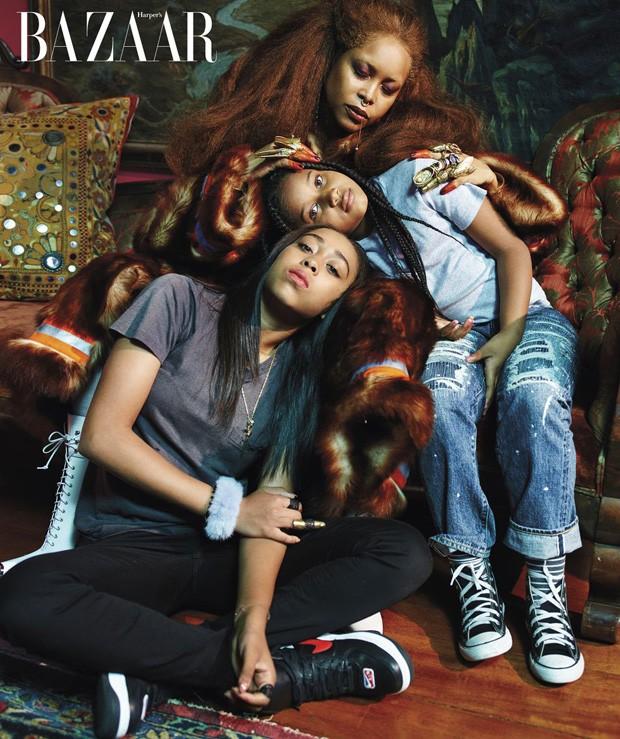 Erykah Badu com as filhas, Mars e Puma (Foto: Mario Sorrenti)