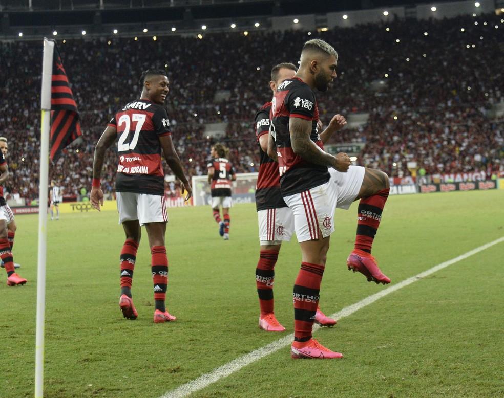 Gabigol faz dancinha do Babu ao comemorar gol — Foto: André Durão