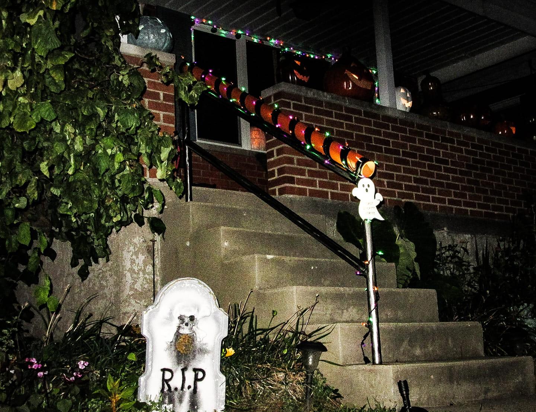 Pai cria rampa para distribuir doces no Halloween durante a pandemia nos EUA
