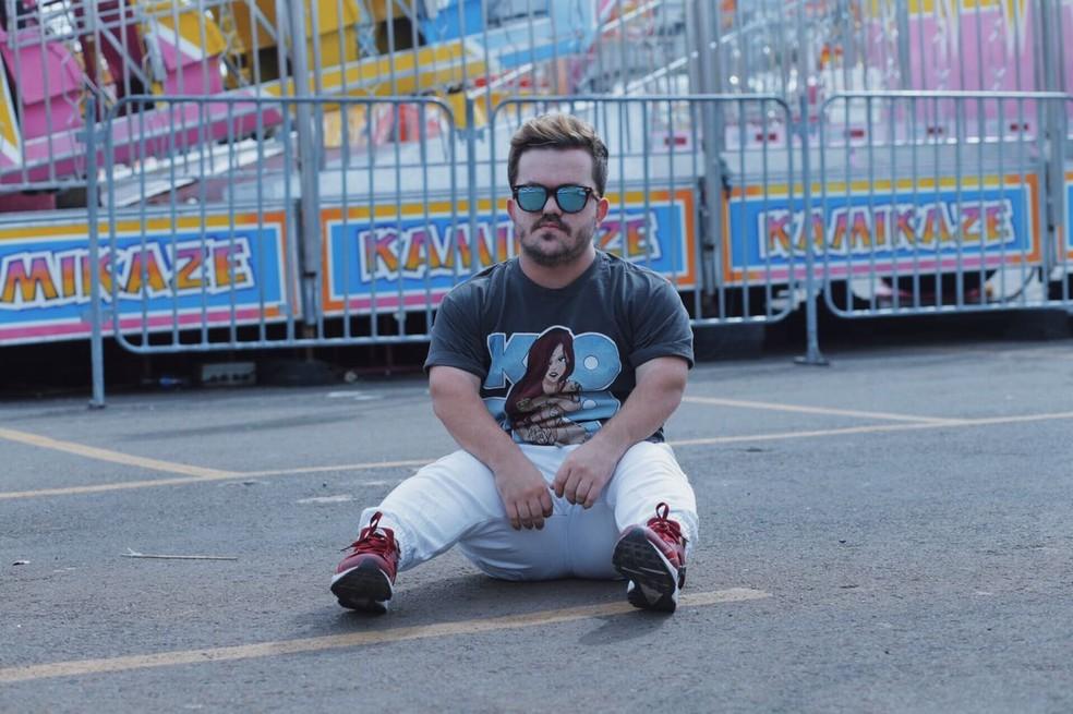 'Tinha muito medo das pessoas não gostarem de mim por ser baixinho', diz Mateus (Foto: Mateus Baptistella/Arquivo pessoal)