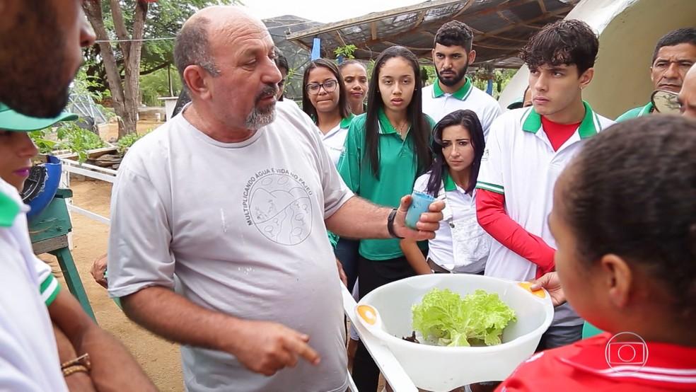 O professor Sebastião Alves usou a tecnologia em prol da sua comunidade em Ibimirim, no Pernambuco — Foto: TV GLOBO