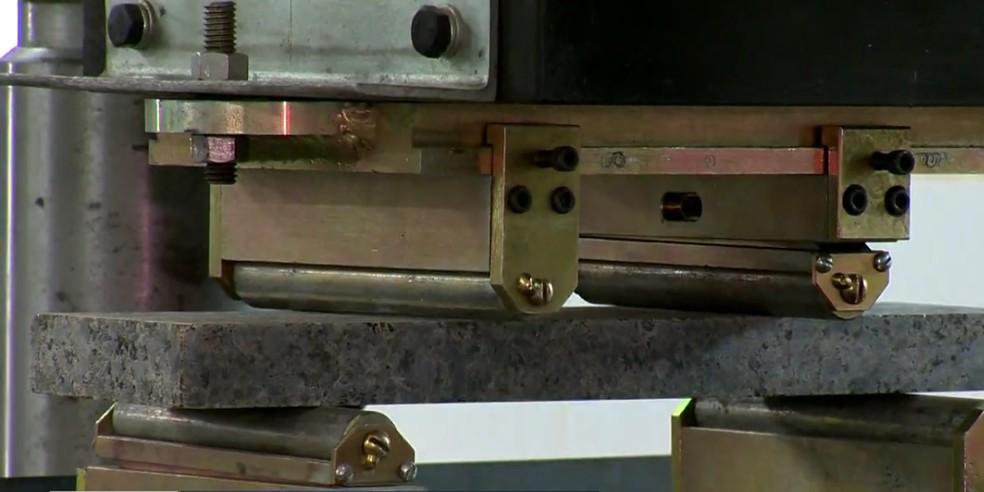 Laboratório testa qualidade de rocha produzida no ES  — Foto: Rperodução/ TV Gazeta