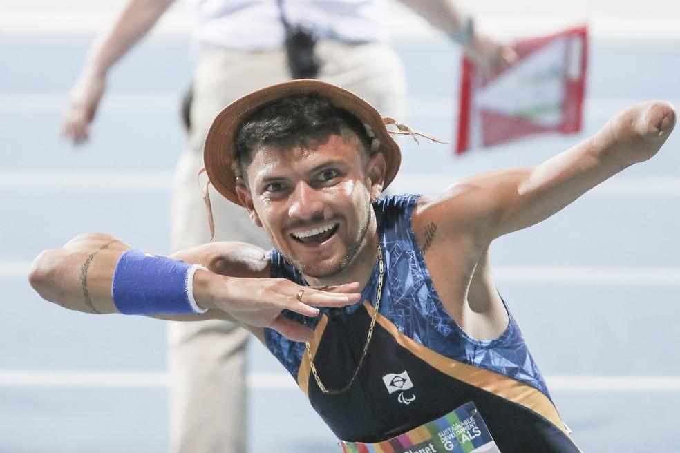 Petrúcio Ferreira vence os 400m na categoria T 47 e homenageia os nordestinos — Foto: CPB