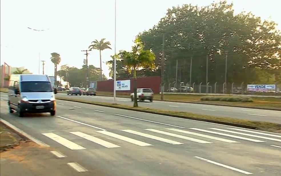 Trânsito em avenida de Limeira: prefeitura pretende realizar nova licitação para operação de radares — Foto: Reprodução/EPTV