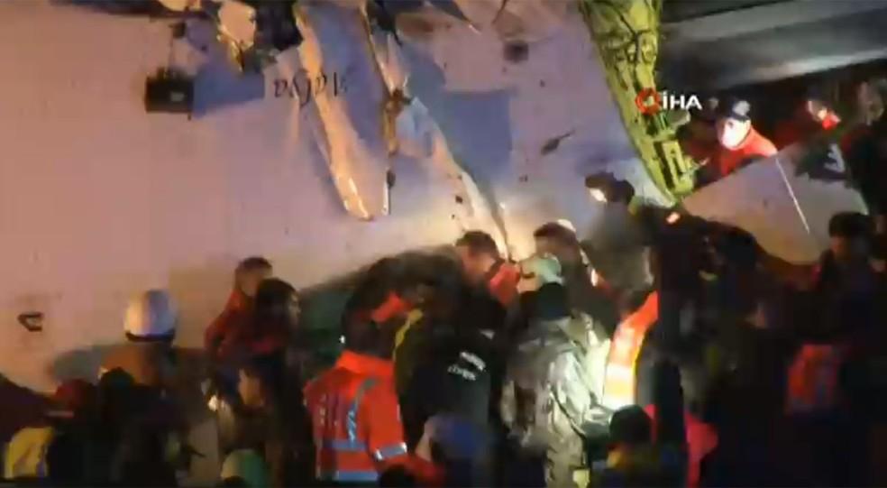 Avião se partiu em pedaços após o pouso na Turquia — Foto: NBC