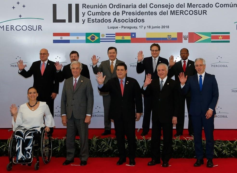 Presidentes dos países do Mercosul, durante encontro no Paraguai, em junho — Foto: Cesar Itiberê/PR