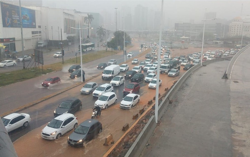 Avenida ACM – Salvador tem chuva forte e pontos de alagamento — Foto: Daiani Vivian/Arquivo pessoal