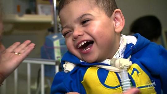 Guerreiro, Luiz Miguel deixa hospital e vai para casa pela primeira vez após 3 anos