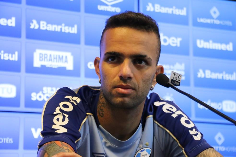 Luan em entrevista coletiva no Grêmio — Foto: Lucas Bubols