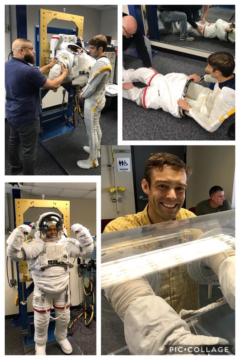 Robb Kulin provando o traje de astronauta, em abril de 2018, antes de anuncia a desistência (Foto: Reprodução/Twitter Robb Kulin)