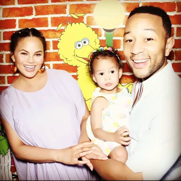 A família de Chrissy e John Legend aumentou (Foto: Reprodução)