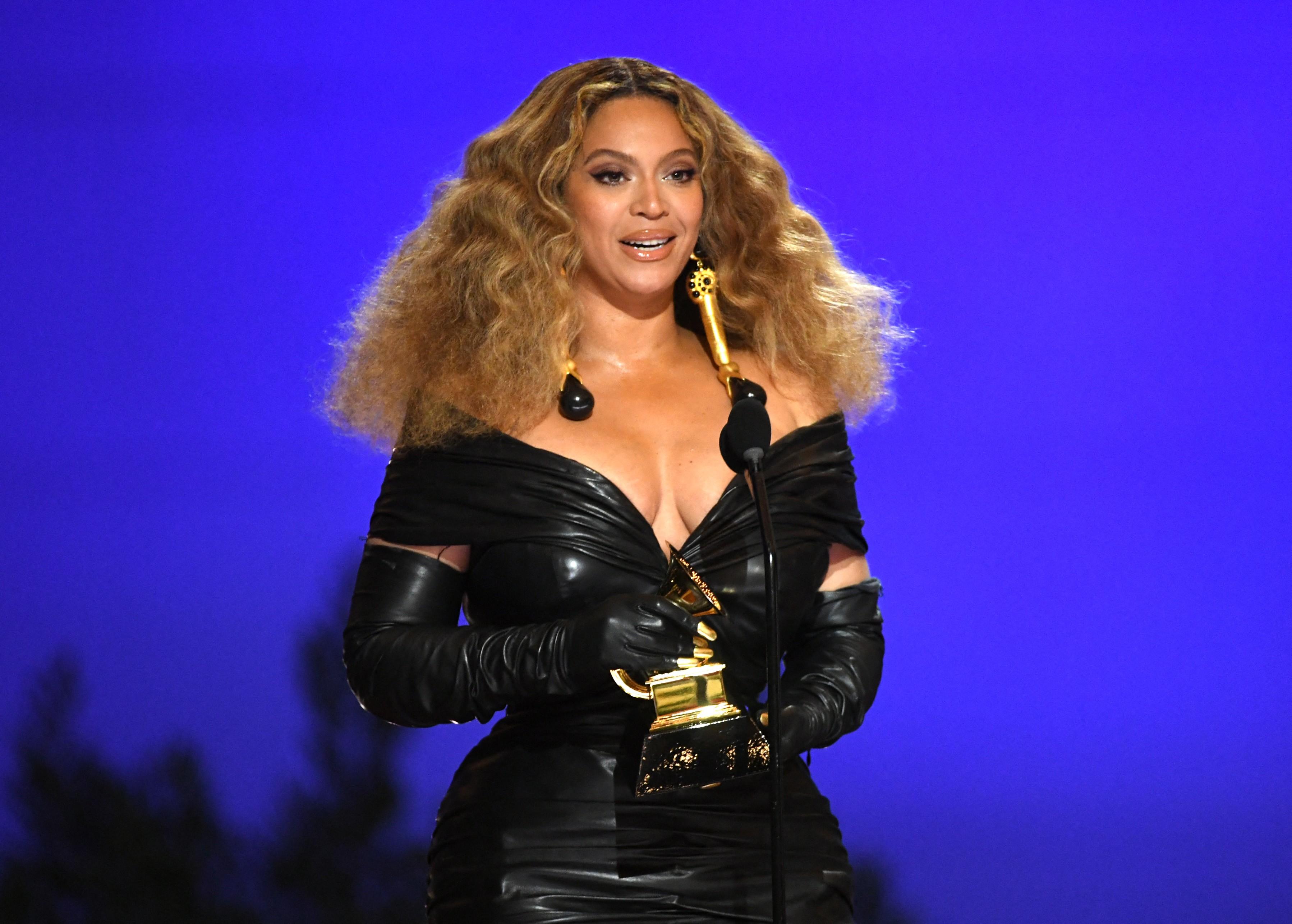Mansão de Beyoncé pega fogo e polícia investiga incêndio criminoso