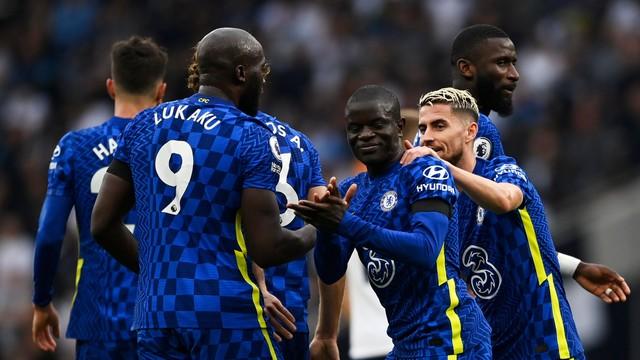 Kante, Lukaku e Jorginho comemoram gol do Chelsea contra o Tottenham