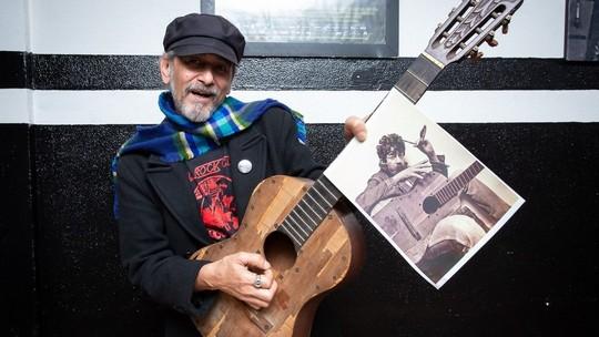 De 1º violão a pijama, fã e amigo guarda 5 mil objetos de Raul Seixas