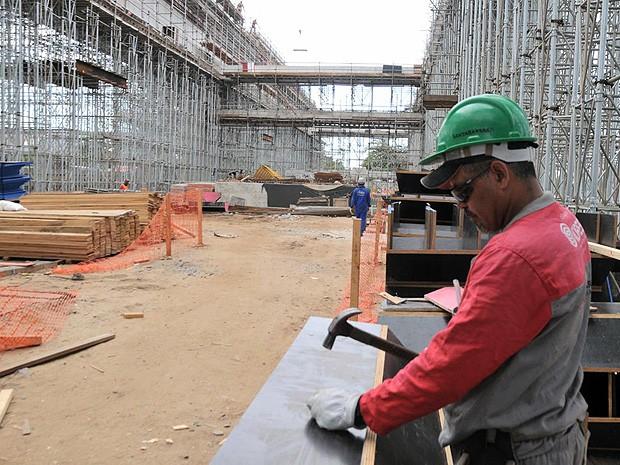 Mais de 100 vagas temporárias são abertas em construção de hospital em Nova Serrana