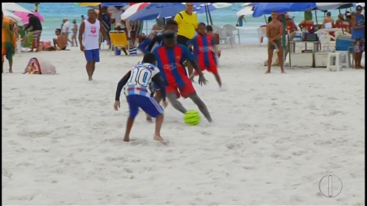 Fest Verão de Futebol de Areia agita a Praia do Forte, em Cabo Frio, no RJ