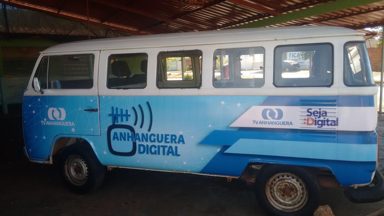 Projeto itinerante usa Kombi para levar informação sobre desligamento do sinal analógico