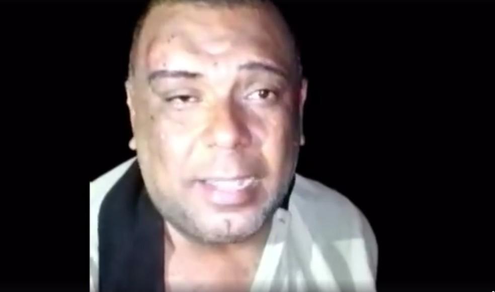 Vídeo mostra mototaxista, identificado como Reinaldo, sendo torturado e decapitado (Foto: Reprodução)