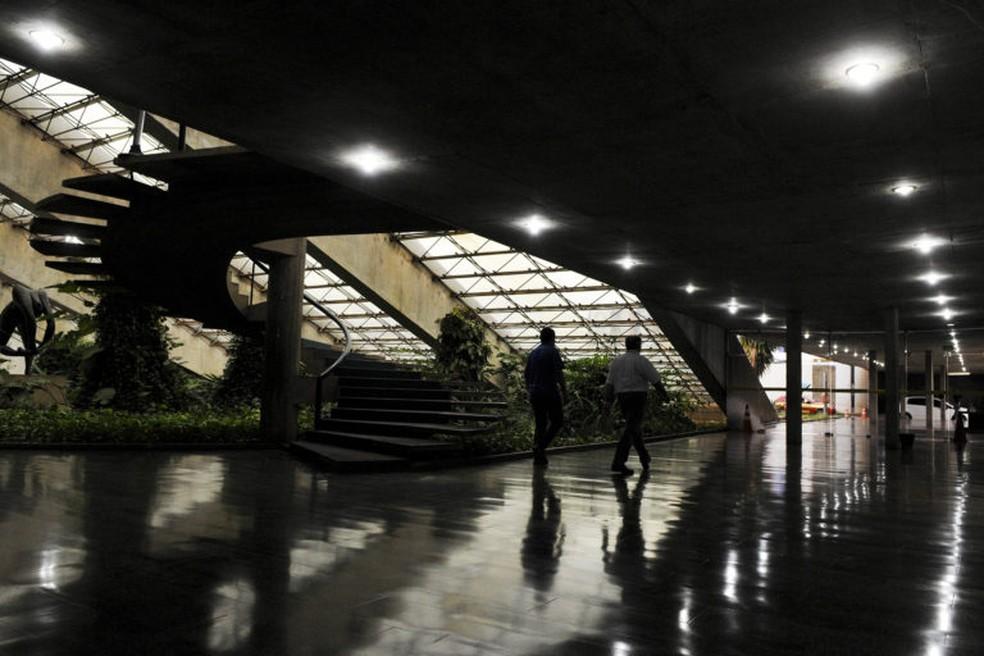 O foyer da sala Villa-Lobos do Teatro Nacional é reaberto durante assinatura da Lei Orgânica de Cultura do DF  — Foto: Gabriel Jabur/Agência Brasília