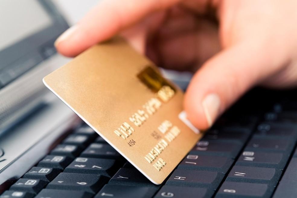 Evite publicar fotos do cartão bancário — Foto: Reprodução/Pond5