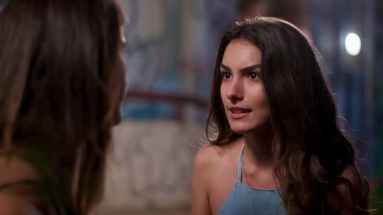 Luciana pede ajuda de Lívia para desmascarar Roger e Flávia