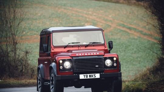 Land Rover 'ressuscita' o Defender clássico em edição especial com motor V8