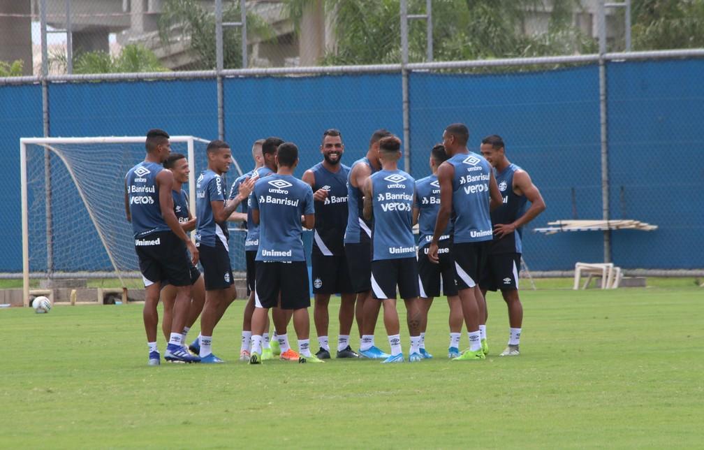 Grêmio encerrou preparação com rachão descontraído — Foto: Lucas Bubols
