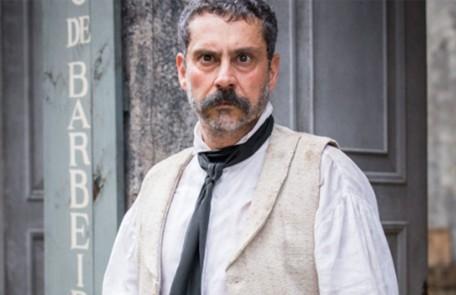 No capítulo de segunda-feira (6) de 'Nos tempos do Imperador', Tonico (Alexandre Nero) descobre o paradeiro de Pilar (Gabriela Medvedovski)   TV Globo