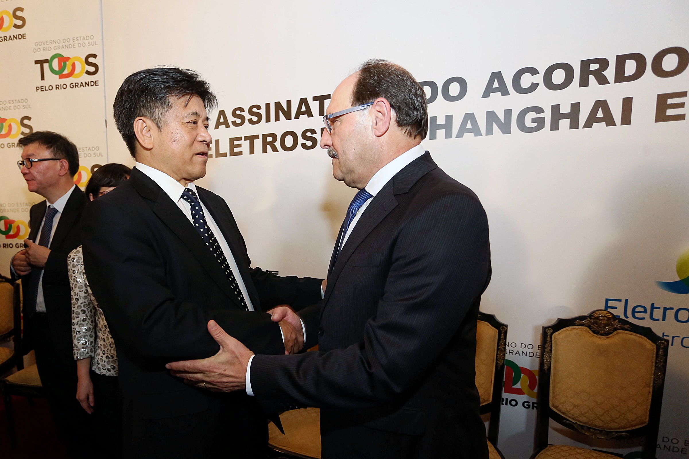 Chineses firmam acordo para melhorar fornecimento de energia no RS
