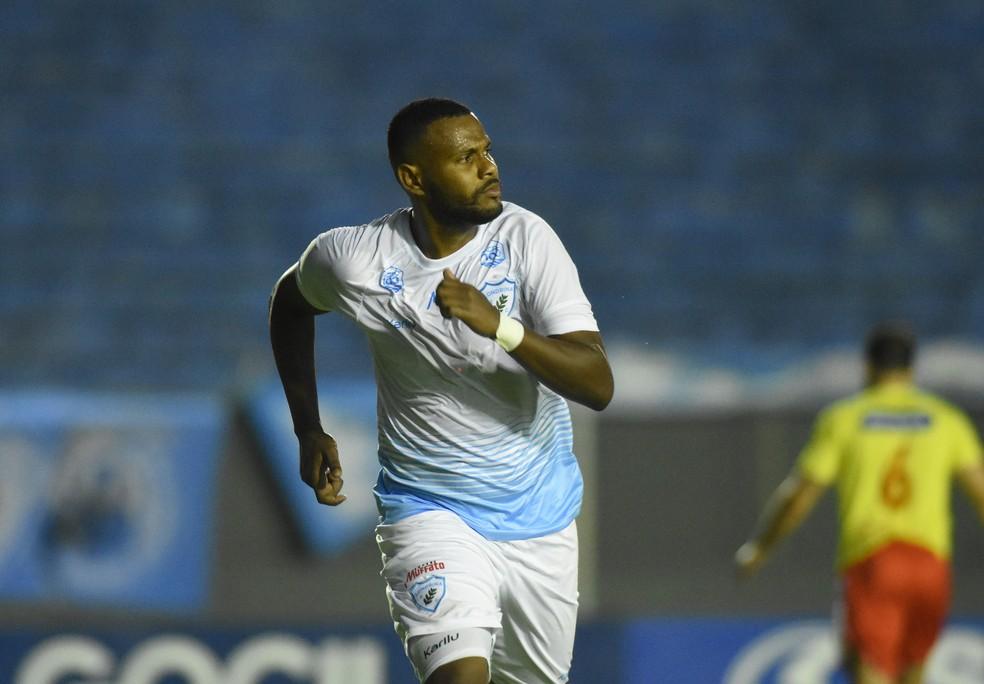 Adenílson vai continuar no Londrina em 2021 — Foto: Gustavo Oliveira/Londrina EC