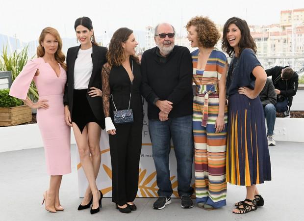 Mariana Ximenes, Luiza Mariani, Bruna Linzmeyer, director Carlos Diegues, Marina Provenzano e Flora Diegues (Foto: Getty Images)