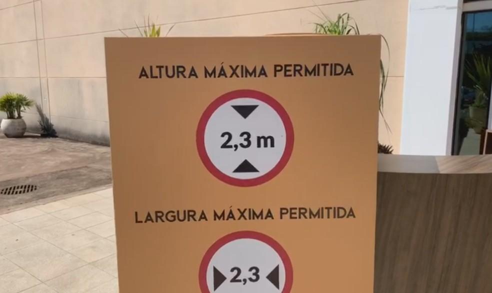 Shopping estabeleceu regras de segurança para fluxo dos carros no estabelecimento em Botucatu — Foto: TV TEM/Reprodução