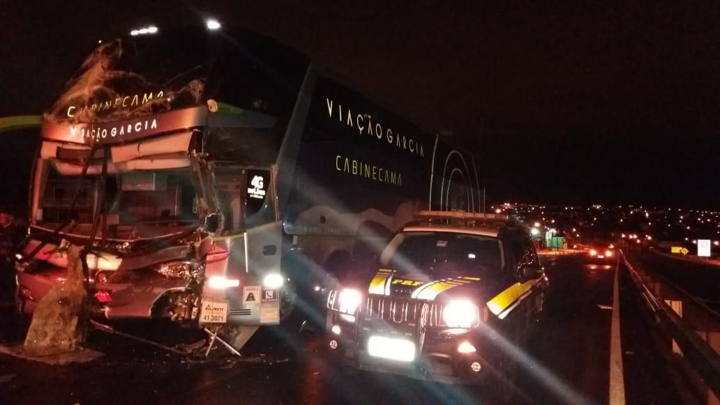 Oito pessoas ficam feridas em batida entre ônibus e caminhão na BR-376, em Ponta Grossa - Notícias - Plantão Diário