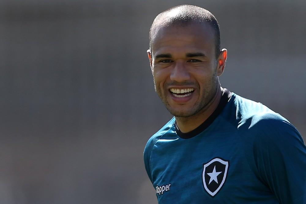 Presidente do Corinthians diz aguardar contato de Roger para retomar negociações