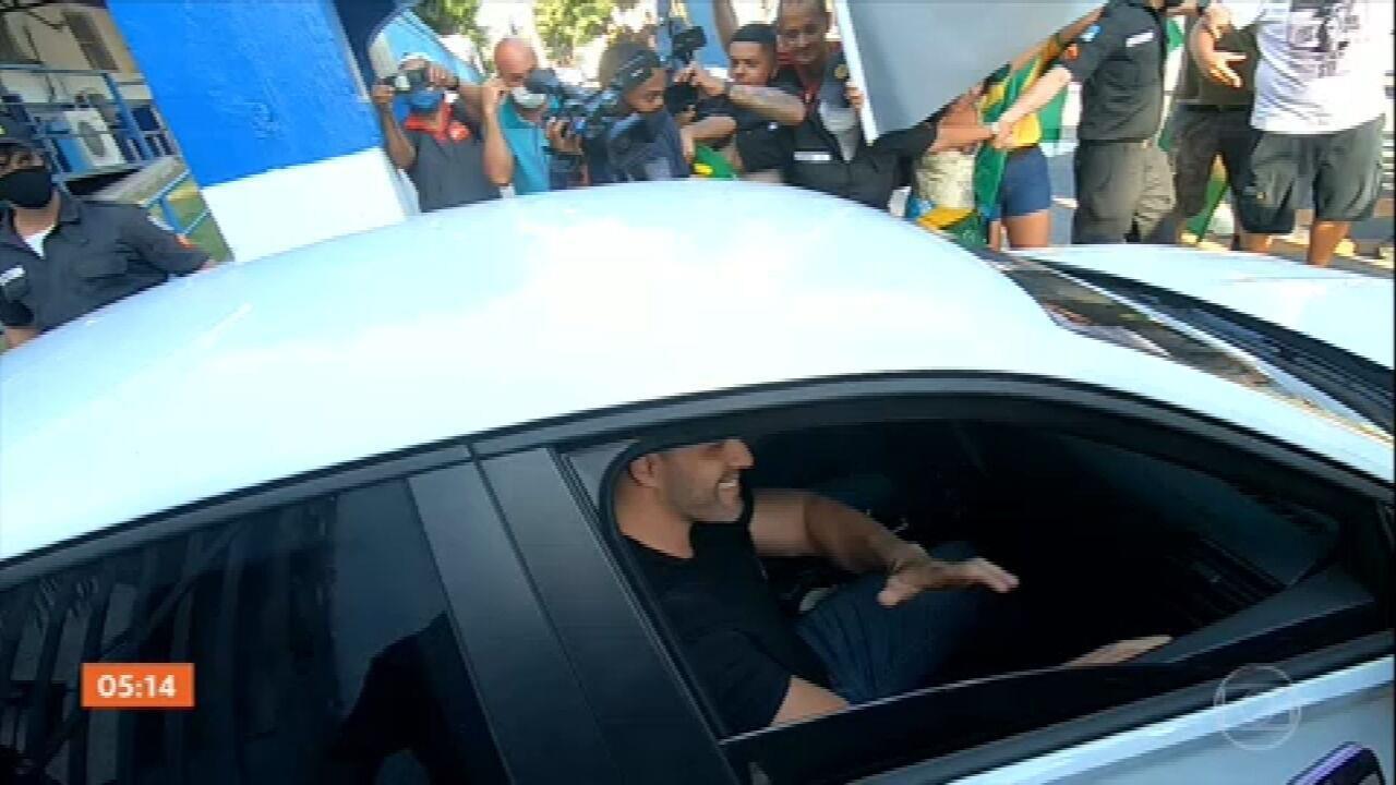 Deputado Daniel Silveira já cumpre prisão domiciliar com tornozeleira eletrônica