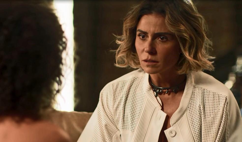 Luzia fica surpresa ao ter notícias de Ícaro (Foto: TV Globo)