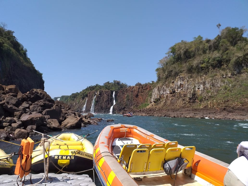 Passeios de barco são suspensos temporariamente nas Cataratas, em Foz do Iguaçu - Notícias - Plantão Diário